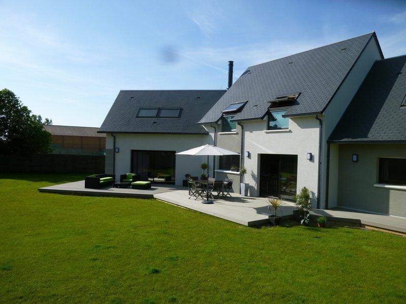Terrasse bois composite vue avec meubles jardin