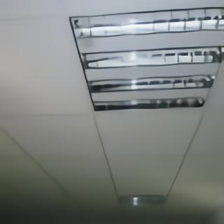 Plafond suspendu néons encastrés