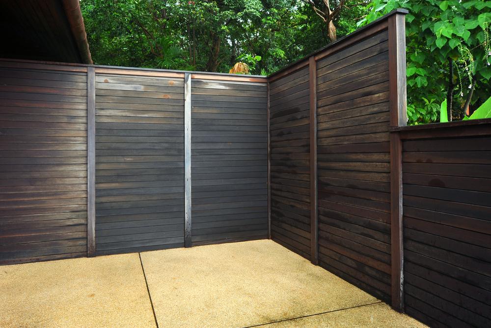 Clôture en bois moderne